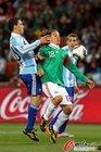 图文:阿根廷3-1墨西哥 瓜尔达多被紧盯