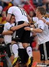 图文:德国VS英格兰 克洛泽与波尔蒂