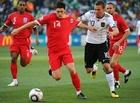 图文:德国VS英格兰 巴里护球