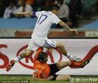 图文:荷兰2-1斯洛伐克 哈姆西克飞跃过人