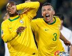 图文:巴西3-0智利 胡安庆祝
