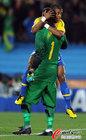 图文:巴西VS智利 塞萨尔与巴斯托斯