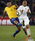 图文:巴西3-0智利 卢西奥飞踹