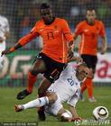 图文:荷兰2-1斯洛伐克 埃利亚强行突破