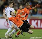 图文:荷兰2-1斯洛伐克 范博梅尔夸张倒地