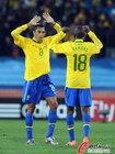 图文:巴西VS智利 席尔瓦与拉米雷斯
