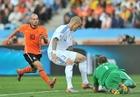 图文:荷兰2-1斯洛伐克 斯特克伦博格成功扑救