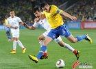 图文:巴西3-0智利 卢西奥劲射