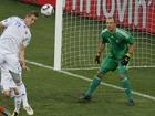 图文:荷兰2-1斯洛伐克 库卡头球攻门