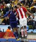 图文:巴拉圭VS日本  双方冲顶