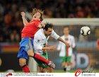 图文:西班牙1-0葡萄牙 普约尔跳顶