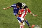 图文:巴拉圭VS日本 中泽佑二飞顶