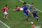 图文:巴拉圭5-3日本 长友佑都解围