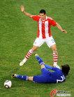 图文:巴拉圭VS日本 阿部勇树飞铲