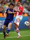图文:巴拉圭VS日本 罗德里格斯抢先一脚