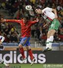 图文:西班牙VS葡萄牙 阿尔梅达飞顶
