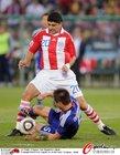 图文:巴拉圭VS日本 长友佑都防守