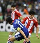 图文:巴拉圭VS日本 长谷部诚伺机断球