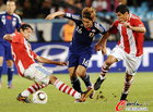 图文:巴拉圭5-3日本 大久保嘉人前进受阻