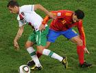 图文:西班牙1-0葡萄牙 西芒和哈维争抢