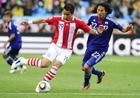 图文:巴拉圭VS日本 巴里奥斯大力射门