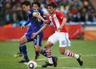 图文:巴拉圭VS日本 贝尼特斯高速带球