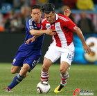 图文:巴拉圭VS日本 巴尔德斯被拉