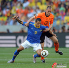 图文:荷兰2-1巴西 法比亚诺倒地