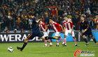图文:巴拉圭0-1西班牙 阿隆索助跑