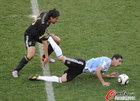 图文:阿根廷0-4德国 双方激烈拼抢瞬间