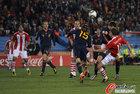 图文:巴拉圭0-1西班牙 拉莫斯飞顶