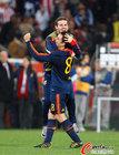 图文:巴拉圭0-1西班牙 哈维与队友