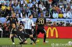 图文:阿根廷0-4德国 波多尔斯基断铲梅西