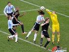 图文:阿根廷0-4德国 头球冲顶