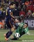 图文:巴拉圭0-1西班牙 比拉尔奋力出击