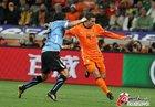 图文:乌拉圭2-3荷兰 范佩西劲射