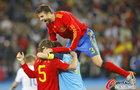 图文:德国0-1西班牙 皮克高跳