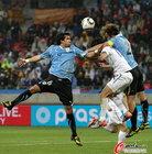 图文:乌拉圭2-1韩国 维克托里诺顶球