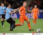 图文:乌拉圭VS荷兰 库伊特全力突破