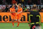 图文:乌拉圭VS荷兰 范队与库伊特