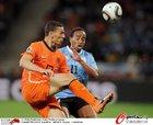 图文:乌拉圭VS荷兰 A-佩雷拉防守