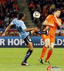 图文:乌拉圭VS荷兰 A-佩雷拉停球