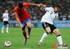 图文:德国0-1西班牙 布斯克茨摔倒
