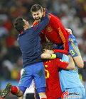 图文:德国0-1西班牙 兴奋的皮克