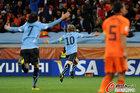 图文:乌拉圭VS荷兰 弗兰飞翔