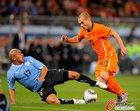 图文:乌拉圭VS荷兰 里奥斯飞铲