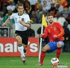 图文:德国VS西班牙 克洛泽前进
