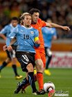 图文:乌拉圭2-3荷兰 弗兰带球