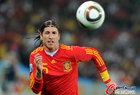 图文:德国VS西班牙 拉莫斯救球