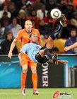 图文:乌拉圭VS荷兰 佩雷斯倒钩